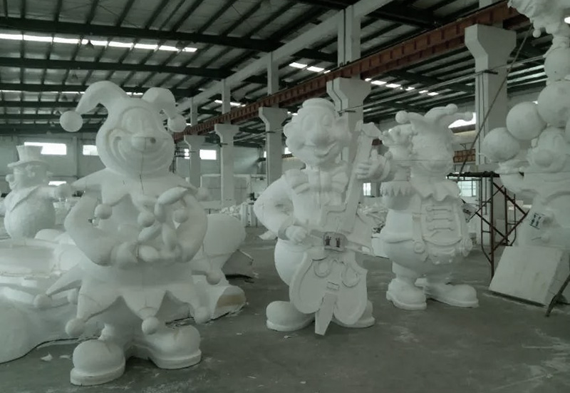 小丑雕塑安装
